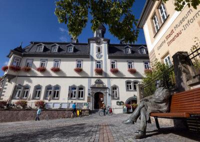Rathaus, GoetheStadtMuseum und Goethedenkmal Ilmenau | © Michael Reichel